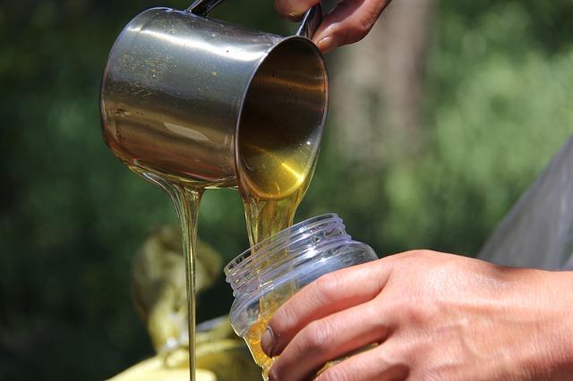 nalévání medu