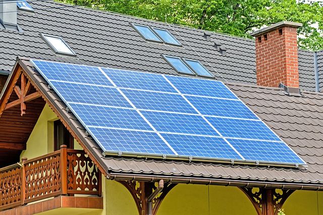 solární panely na domě.jpg