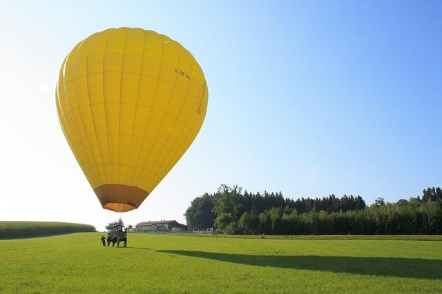 žlutý balon